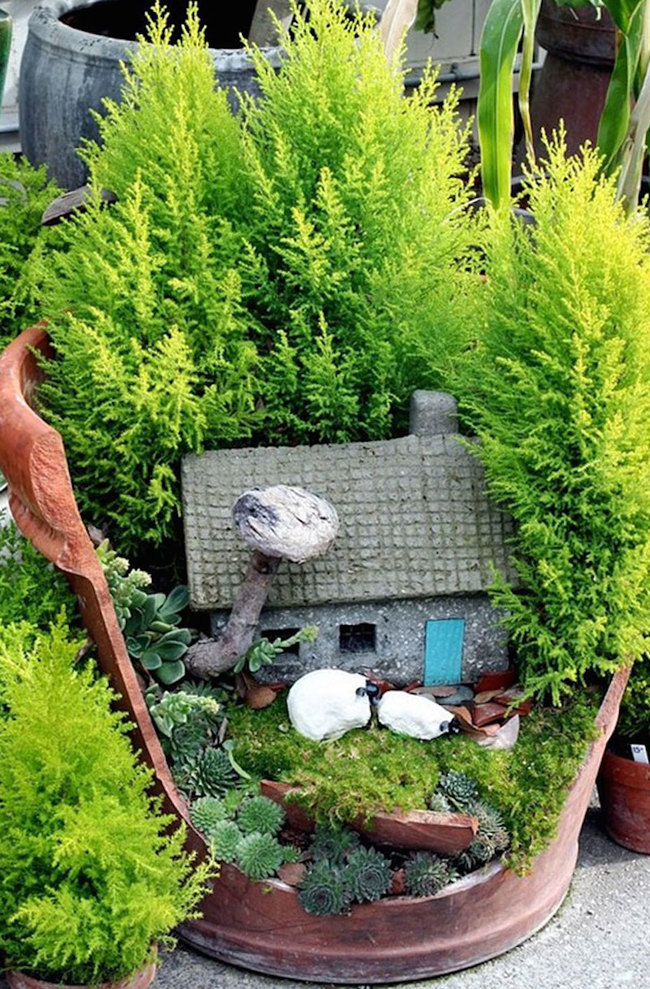 broken-pot-fairy-miniature -DIY-garden