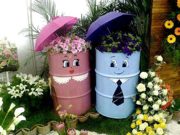 14 diy gardening ideas to make your garden look awesome in for Homemade garden decor crafts