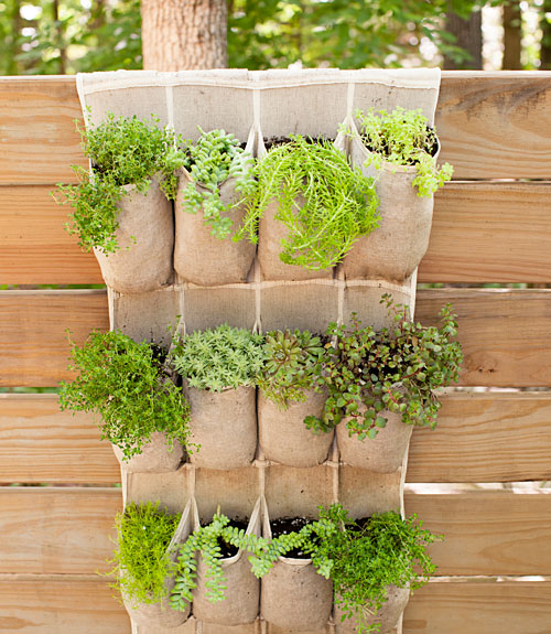 14 diy gardening ideas to make your garden look awesome in for Garden decorations to make