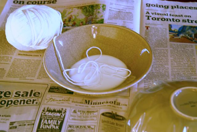 diy ideas balloon bowl DIY Yarn Bowls craft33