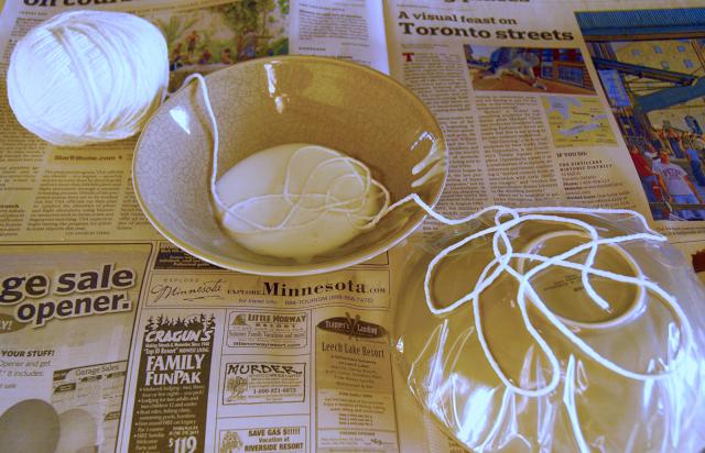 diy ideas balloon bowl DIY Yarn Bowls craft35