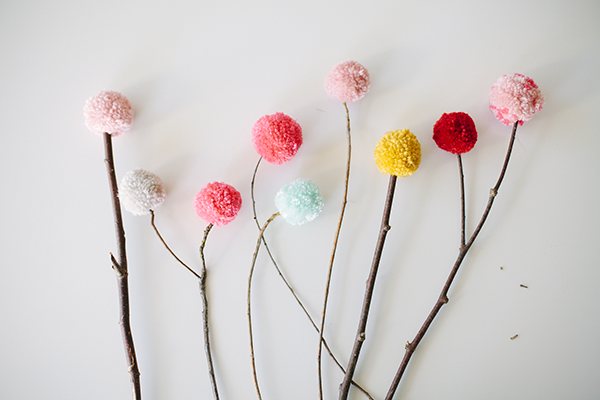 diy pom pom decorations diy pom pom flowers2