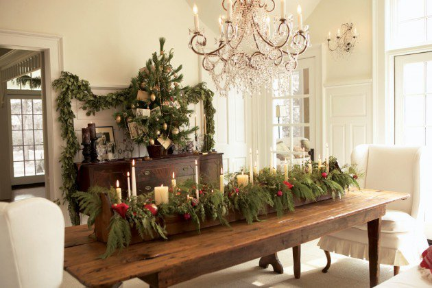 17 magical christmas dining table decoration ideas for Ideas for decorating dining room table for christmas