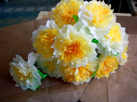 How to make tissue paper flowers 14 excellent ways check out the full tutorial diy paper flowers mightylinksfo