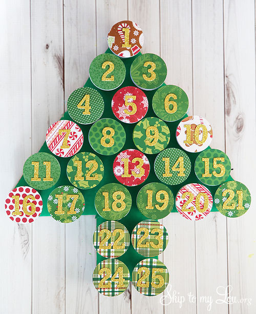 One of the greatest moments in the whole year is before us, and there's nothing quite like Christmas crafting! The best way to start the Christmas DIY adventure is to make the advent calendar.