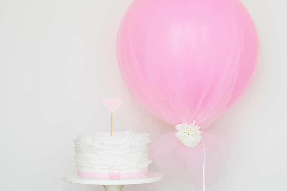 DIY Tulle Balloon diy balloon decoration ideas for home party14