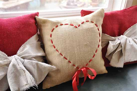 romantic diy pillow covers for Valentines Days 19