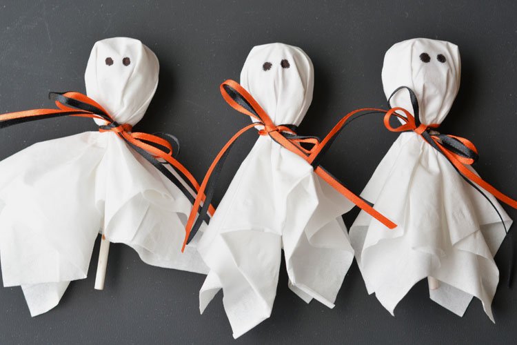 DIY This Lolly Pop Ghosts : Homemade Scary Halloween Treats Ideas